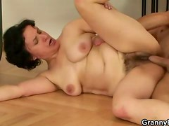 Hairy mature cunt fucked after blowjob