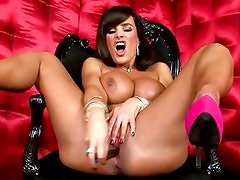 Scorching Lisa Ann rams her dildo deep in her wet slot
