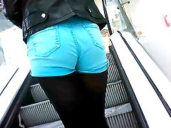GREAT TEEN ASS IN SHORTS CLOSE UP