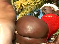 Big black ass looks good in outdoor porn