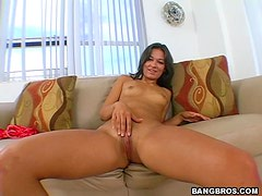 Crissy Moon Gives A Great Handjob In A POV Clip