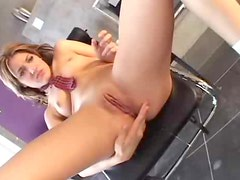 She eats the creampie from her wet pussy