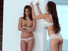 Nina James invited her sexy girl for kissing