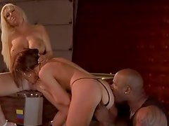 Naughty oral play in interracial threesome