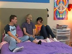 Hot Twinks Have a Lusty Threesome in Bed