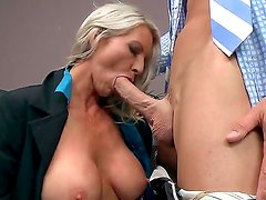 Prepossessing blonde milf pornstar Emma Starr