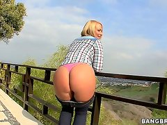 Arousing short haired blonde milf Melanie