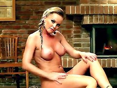 Arousing Silvia Saint amazes with another of her great porn solo session