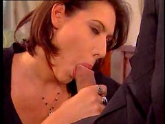 Hottie gives therapist a blowjob