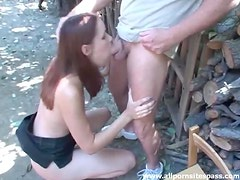 Cumshot in her eye after outdoor blowjob