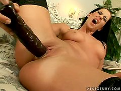 Larissa Dee gets the biggest orgasm in her life in solo video