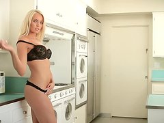 Lindsay Love the naked blonde girl makes hot show in the kitchen