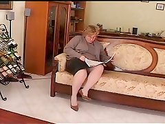 chubby mature play on divan