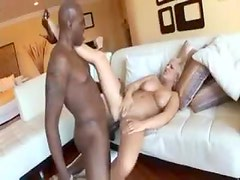 Curvy chick with hot lips plowed in the cunt