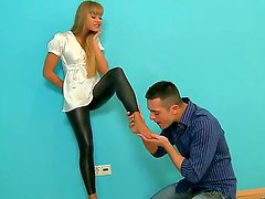 Hardcore foot fetish and anal scene with a sweet chick Willa and her fucker