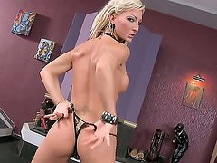 Crazy hot business lady Pearl Diamond becomes dirty in her luxury office