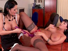 Alison Star and Jasmine Black is playing with dildo