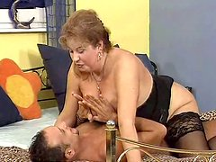 Whorish old nympho Nancy gives masterclass in pleasing a stiff cock
