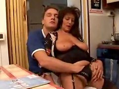 Gorgeous Italian mature babe gets so fucking sensual