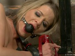Sexy Lillandra sucks a cock and gets fucked in a prison