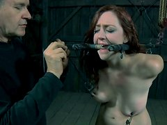 Holly Wildes has to feel the pain from pussy electric shocker dildo