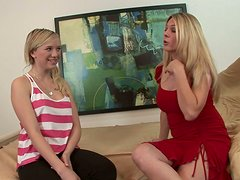 Pelo largo - Sexy teen Tracey Sweet learns how to give blowjob from experienced milf