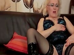 Mature amateur wife in stockings