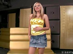 Chrystal Lee plays with her pussy in a masturbation room