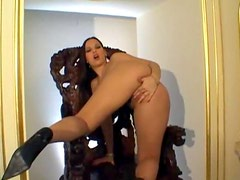 European with hot lips fingers her box