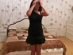 Belly dancing Indian babe on video